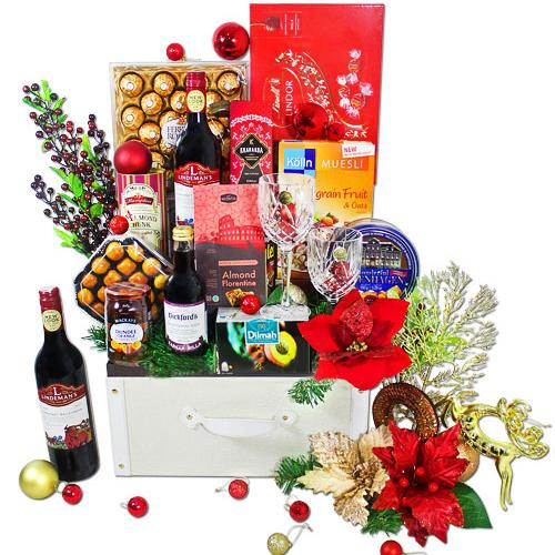 Mesmerizing Cellar Choice Gift Hamper with Wine