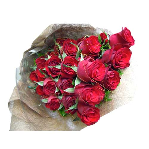 Eye-Catching 30 Long-Stemmed Red Roses Saying I Love U