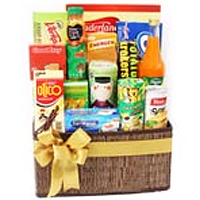 Amazing Christmas Hamper along with Greeting Cards